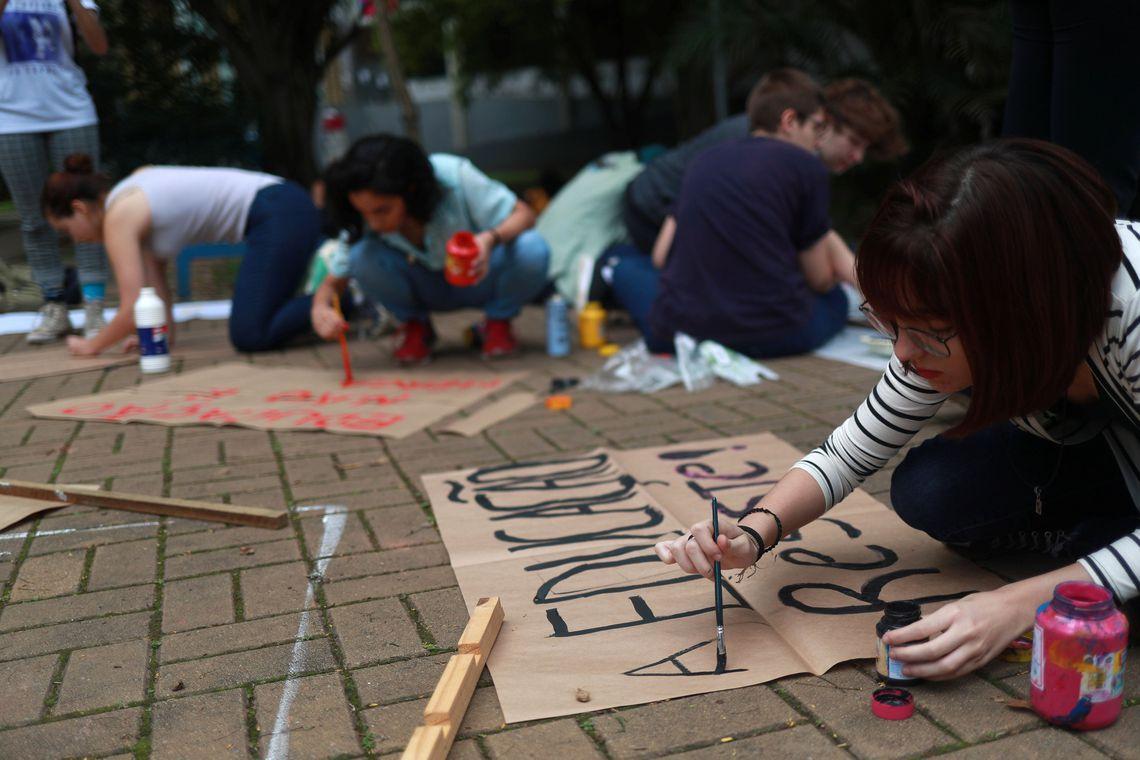 prostestos pela educação no Brasil